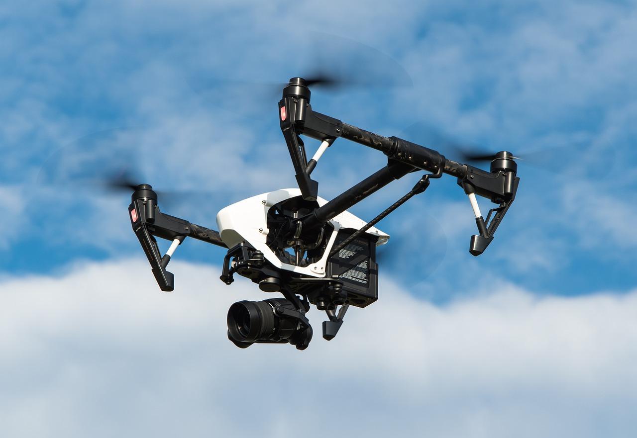 Facebook роздаватиме інтернет із дронів-вертольотів