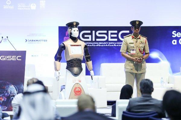 У Дубаї вийшов на службу робот-поліцейський