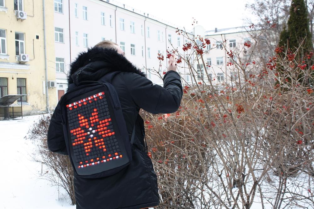 «Тетріс» за спиною — як працює український інтерактивний рюкзак Eight