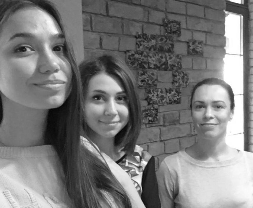 Як троє дівчат вчать українців читати по-новому