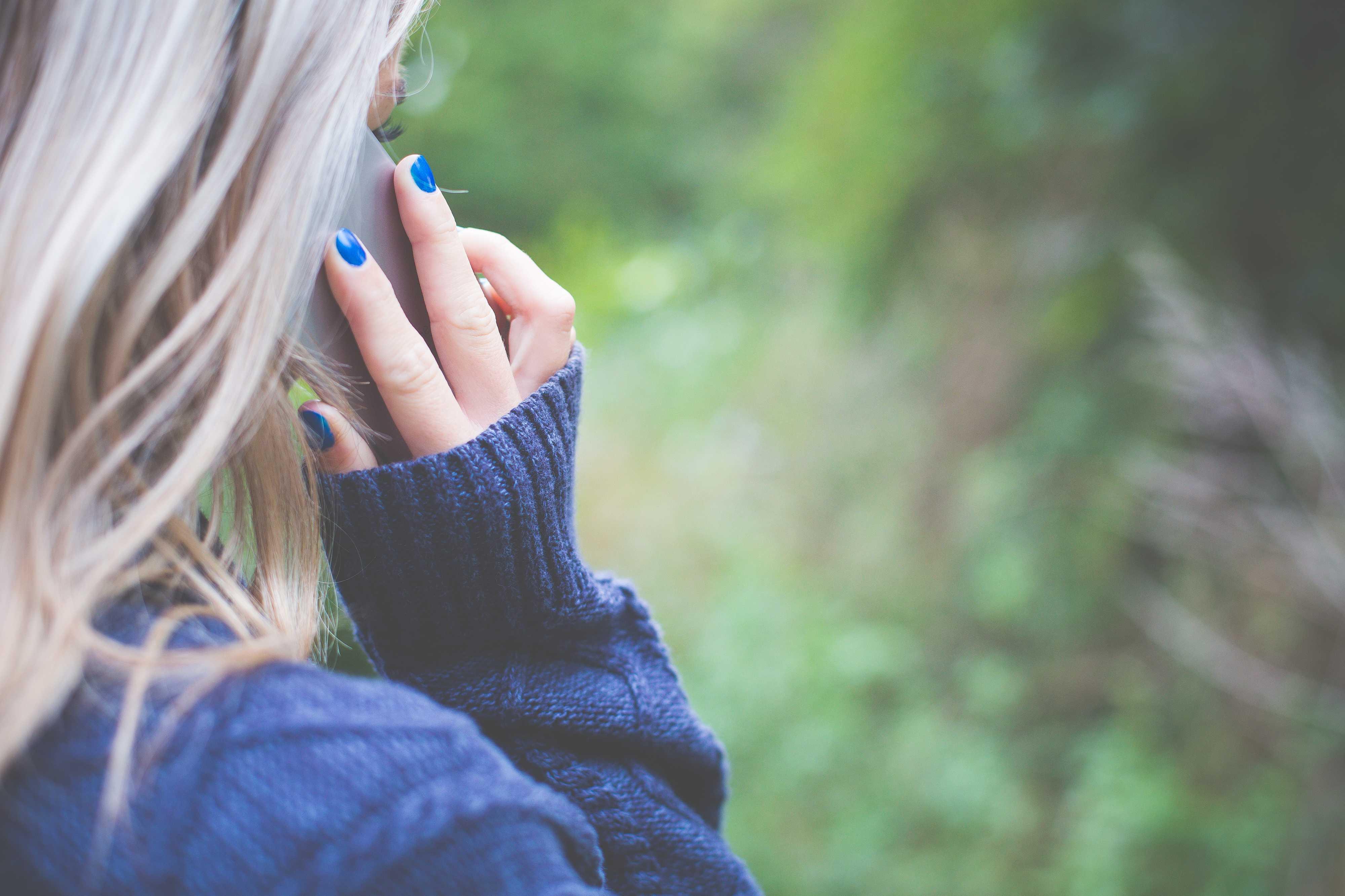 Ljubovnyj trykutnyk — jak smartfony vplyvajuť na stosunky i ščo iz cym robyty