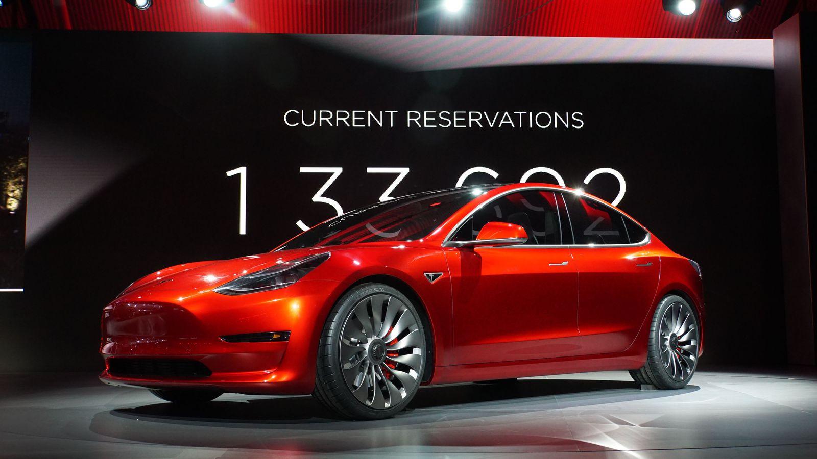 Tesla 3 zijde z konvejera vže 7 lypnja