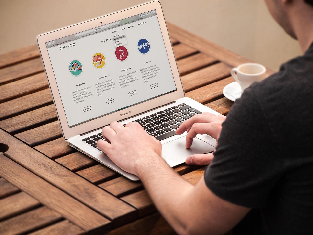 Apple створила сайт про штучний інтелект