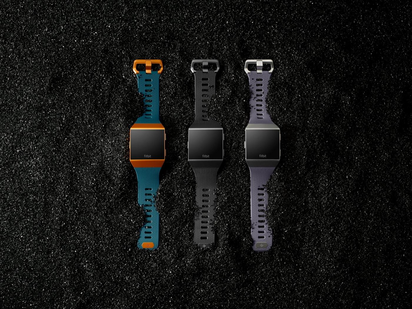 Fitbit представила перші власні смарт-годинник, навушники та ваги