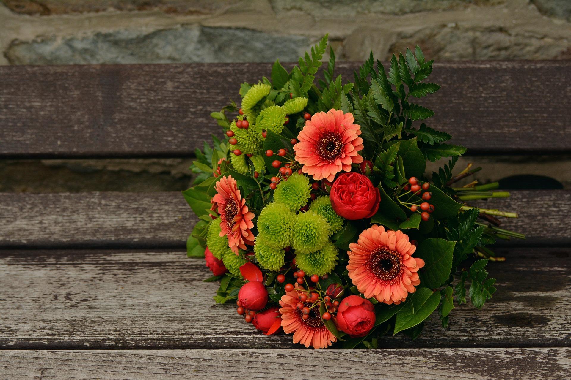 Киянам запропонували віддати першовересневі квіти наблагодійність