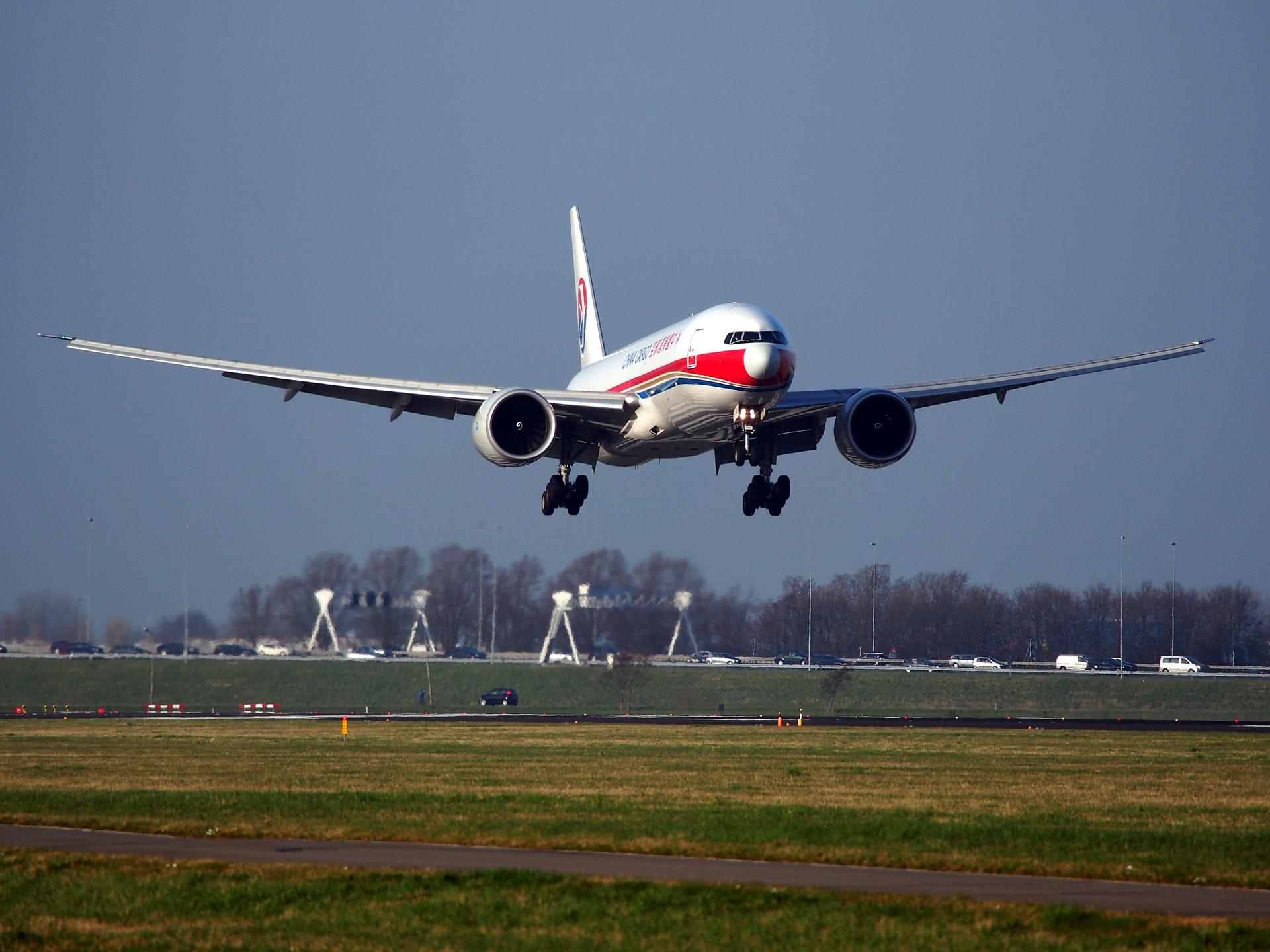 Aviakompanija Ernest Airlines ćogorič litatyme zKyjeva ta Lvova u Italiju