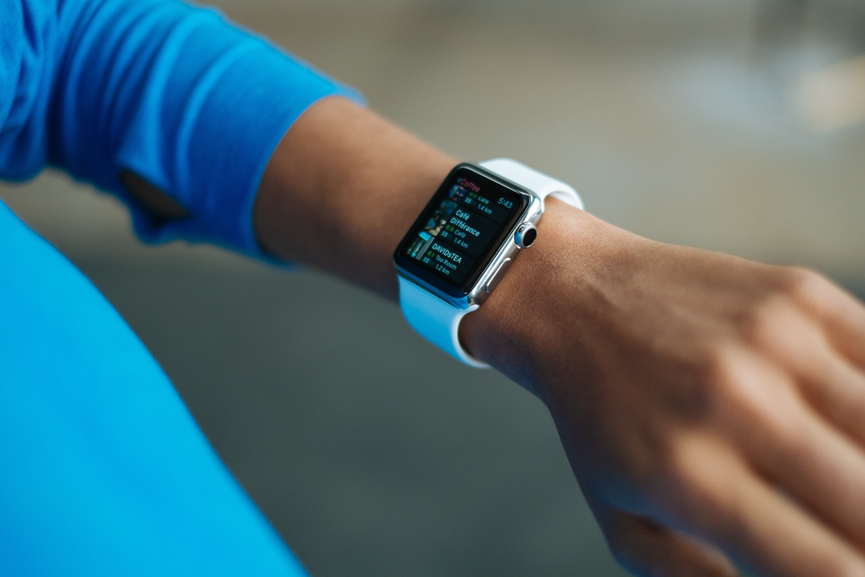 Світовий ринок смарт-годинників та фітнес-браслетів виріс на 15%
