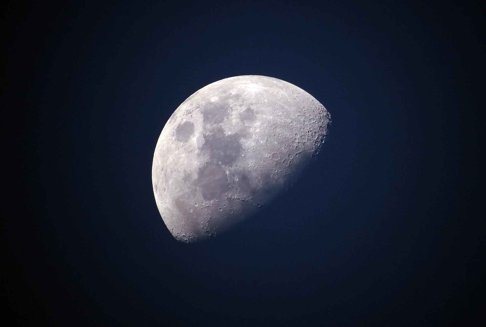 NASA шукає партнерів для доставки вантажів на Місяць
