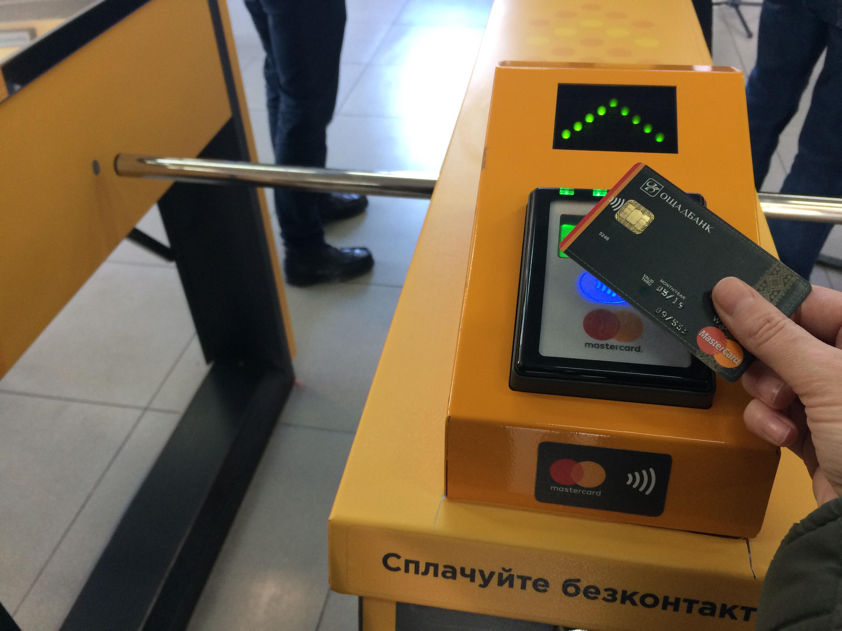 На Троєщині швидкісний трамвай відтепер можна оплатити безконтактно