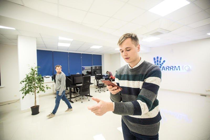 Білоруси запустили технологію розпізнавання мови жестів зі смартфону