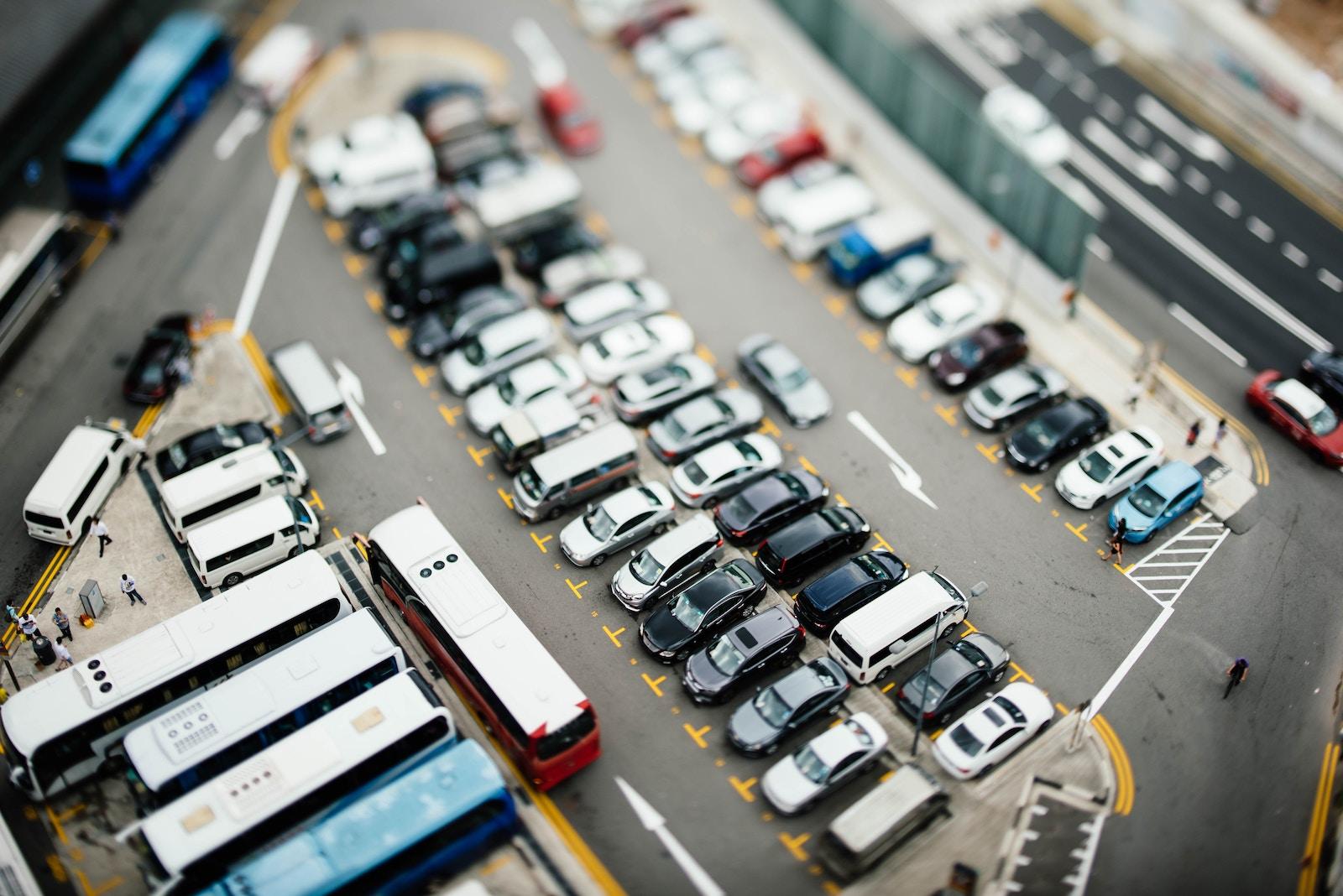 KMDA zastosuje evakuatory proty nepravyľnogo parkuvannja