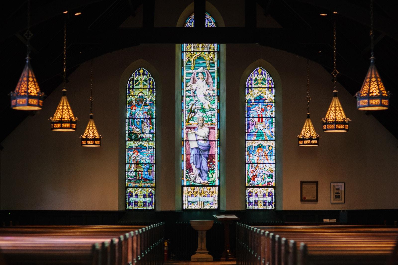 Vid ikon do ikonok — jak cerkva namagajeťsja spivisnuvaty z tehnologijamy