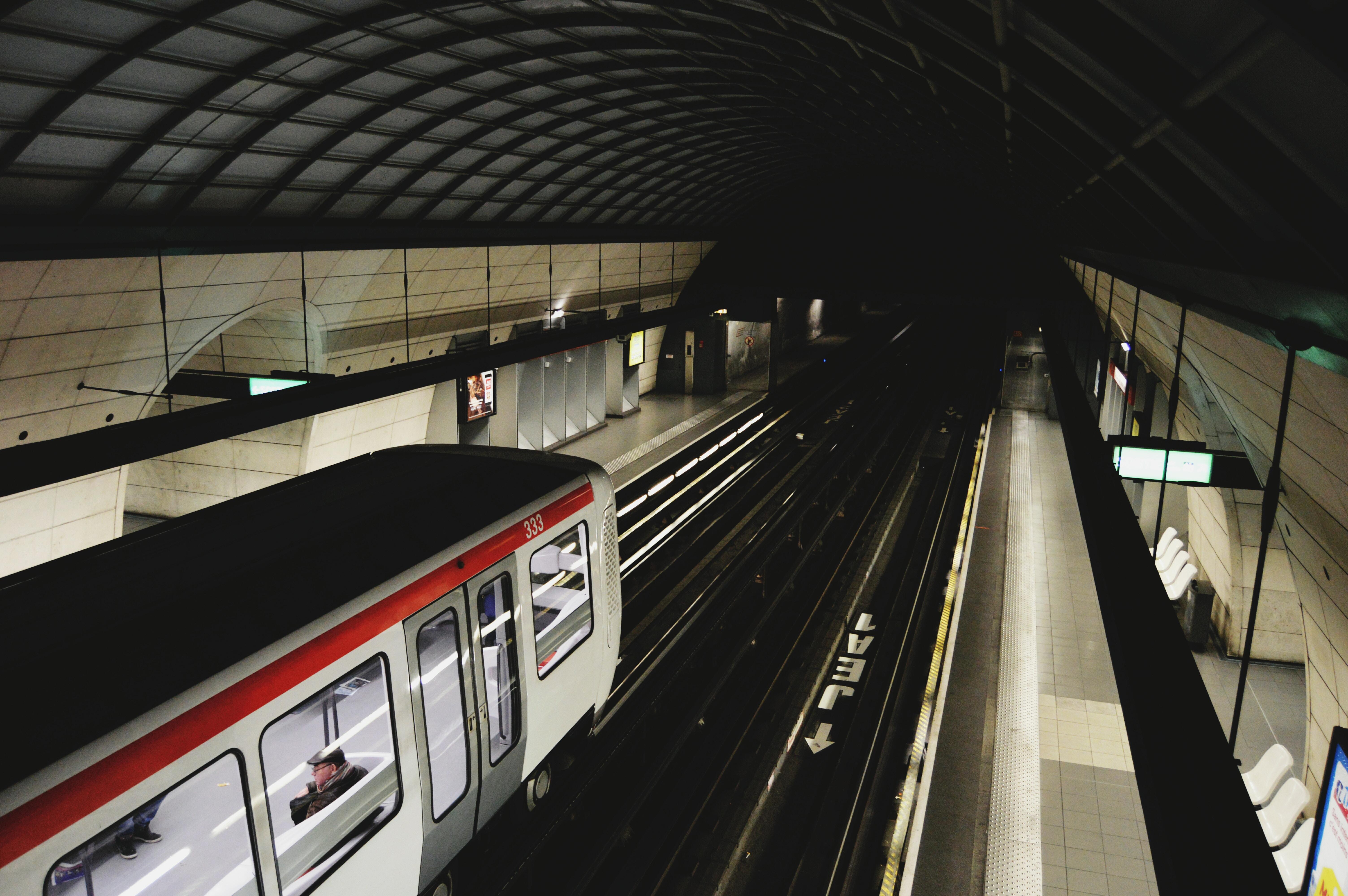 Київ домовився про будівництво метро на Троєщину