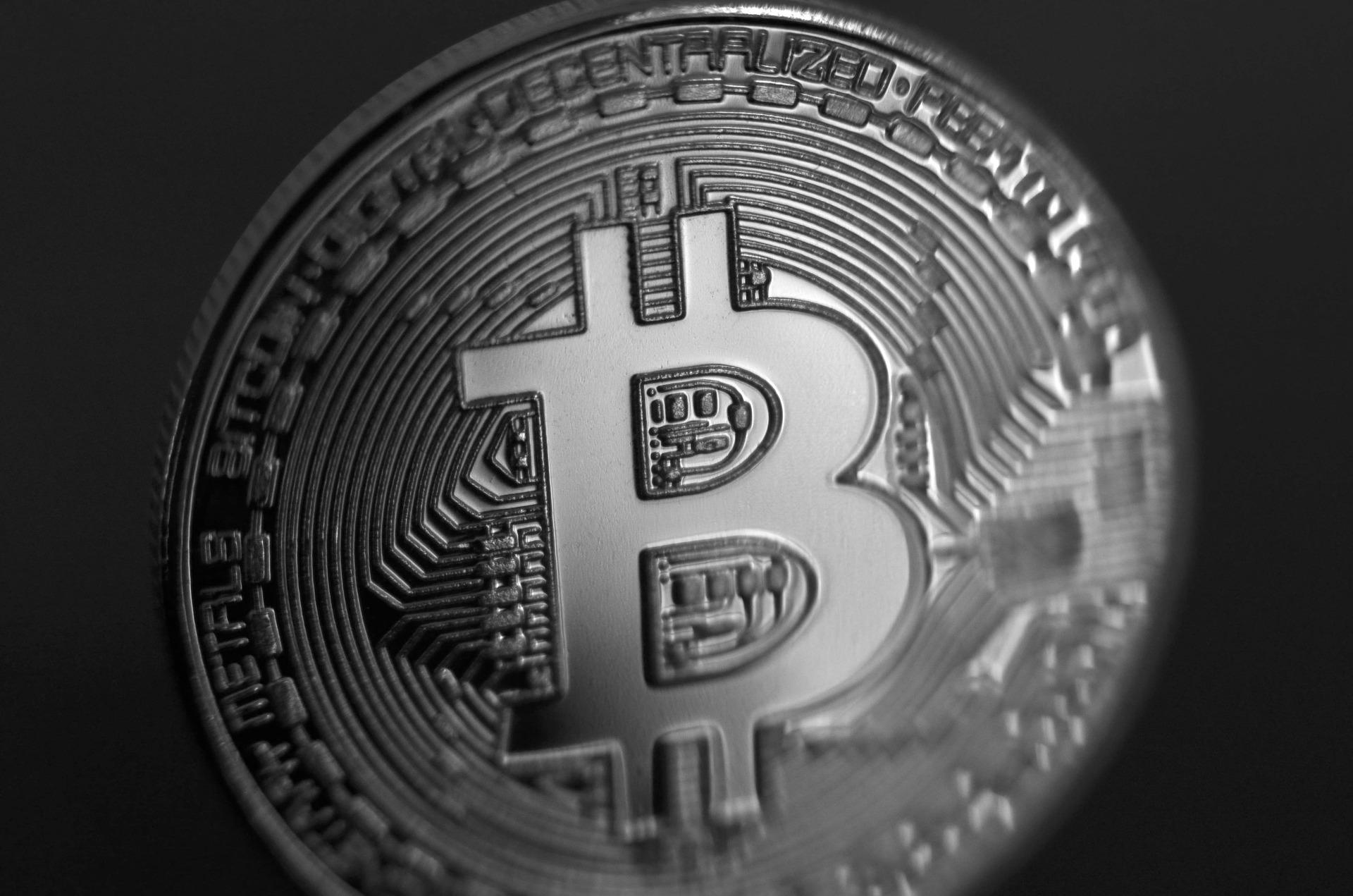 «Лишити не заборонити» — як центробанки світу оцінили криптовалюти у 2017-му