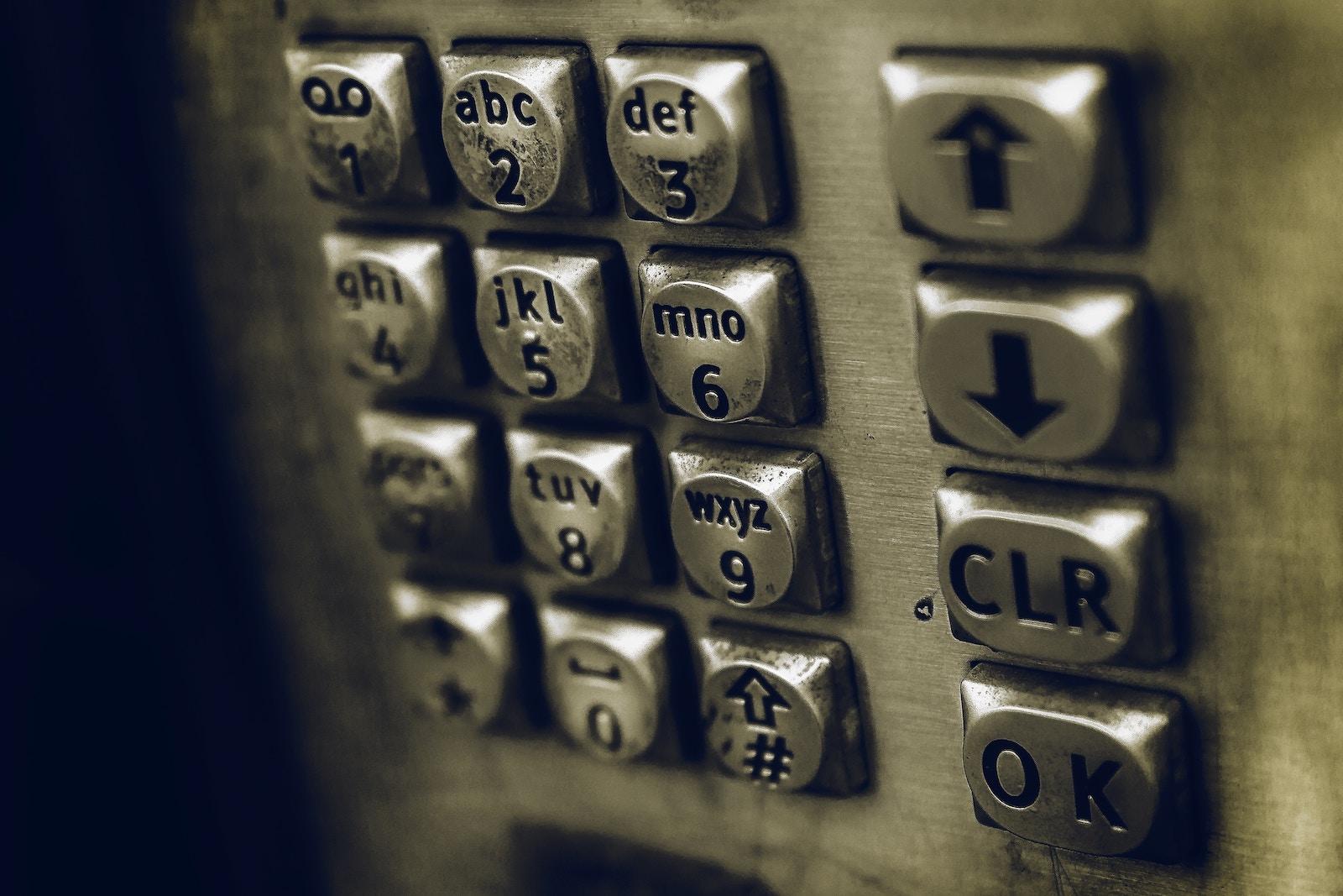 Голосовий помічник Google вперше з'явився у кнопковому телефоні