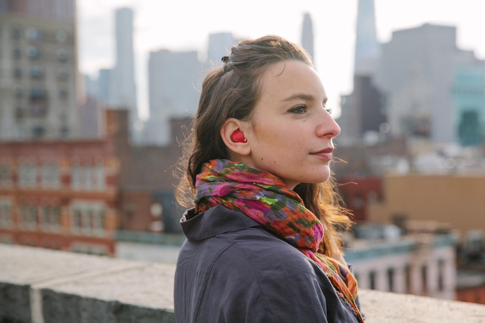 У Великобританії створили смарт-навушники для перекладу з 15 мов