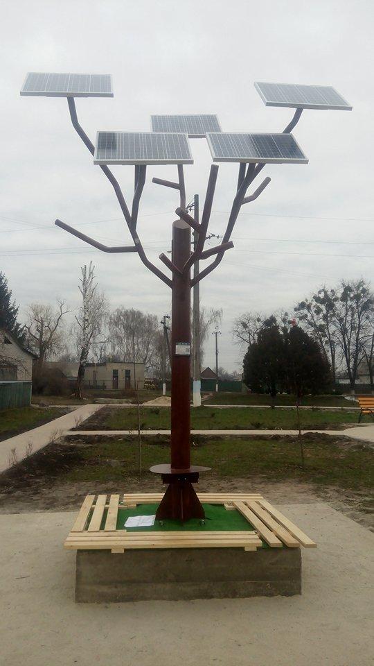На Черкащині гаджети заряджатимуть від «сонячного дерева»