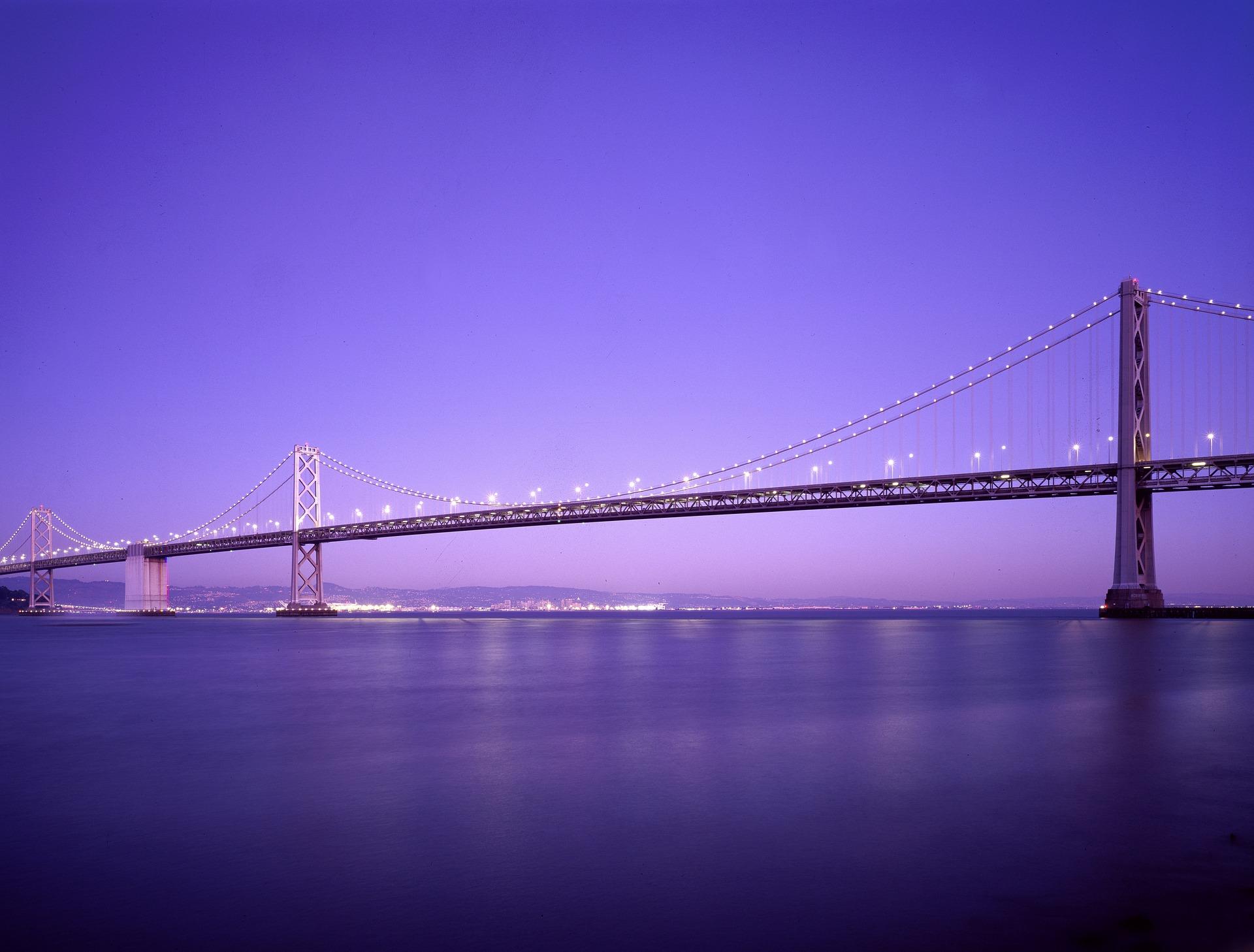 Китайці завершують будівництво найдовшого мосту в світі