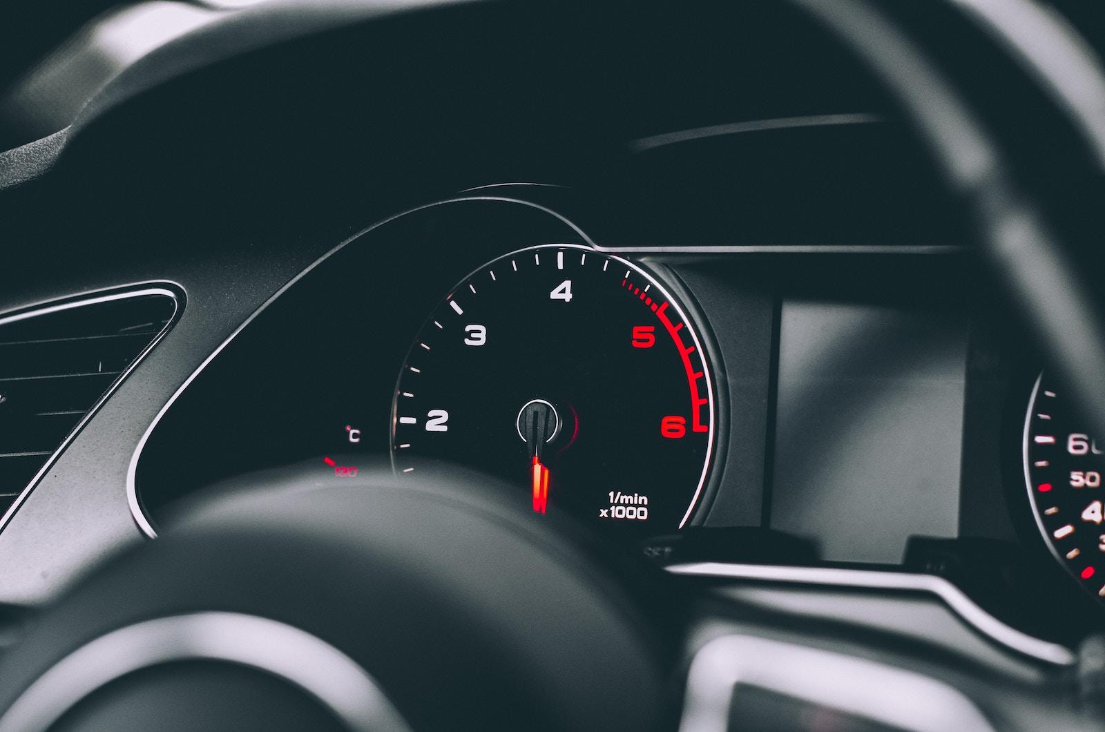 Із 1 січня 2018 року зменшено дозволену швидкість автівок у містах та селах