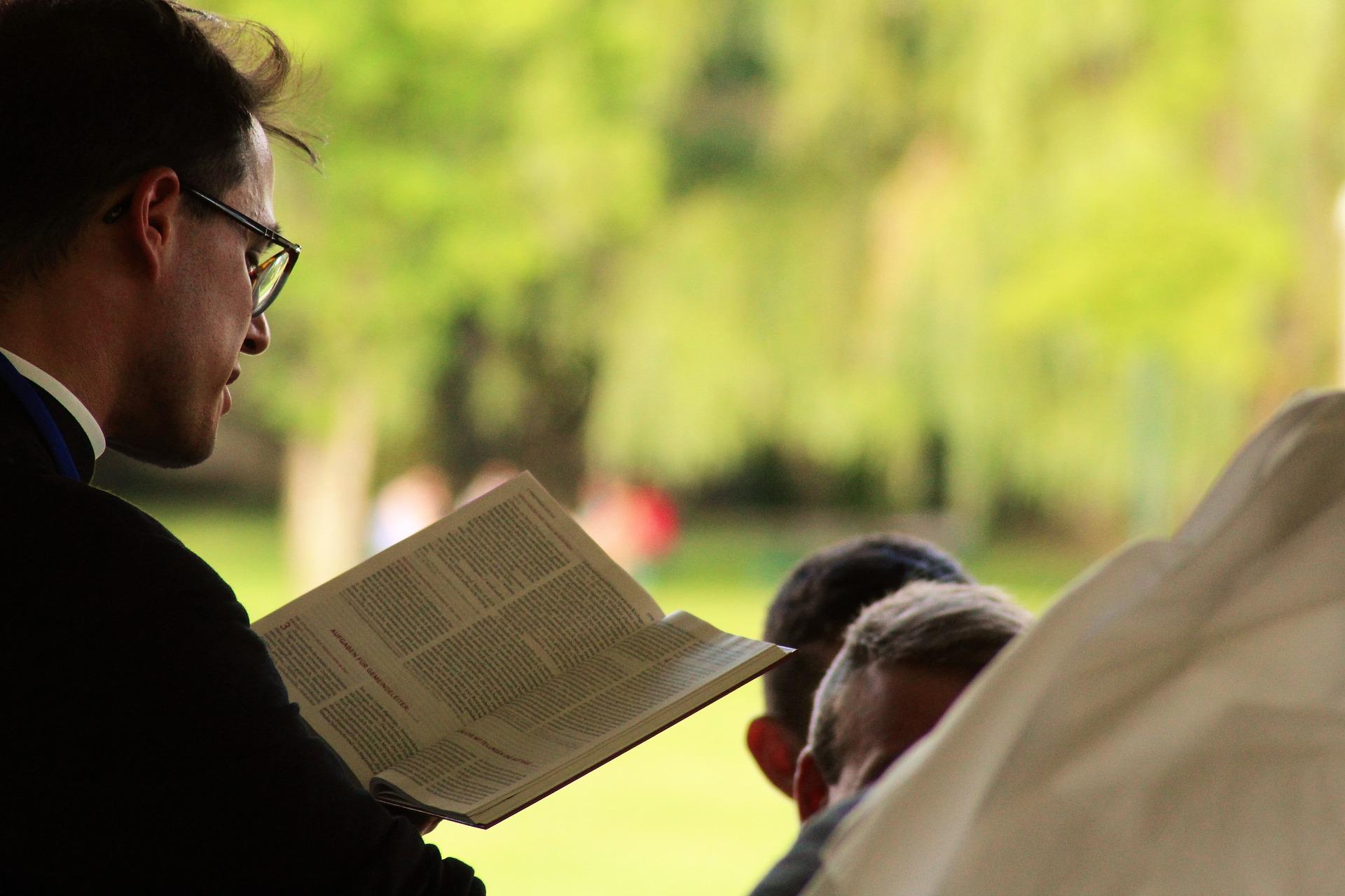 U Vatykani stvoryly mobiľnyj dodatok dlja duhovenstva