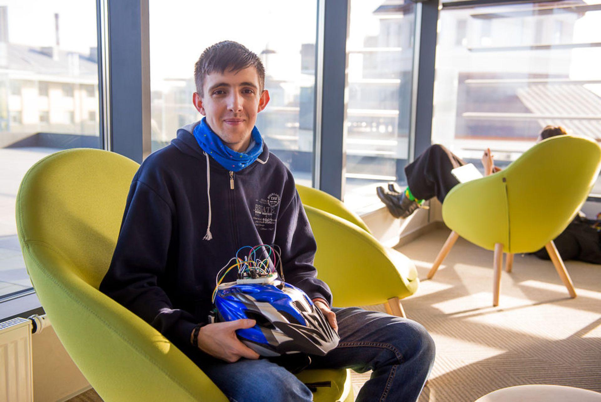 Ukraїnśkyj student prydumav smart-šolom dlja velosypedystiv