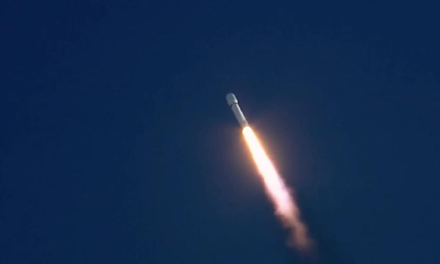 Video: Ilon Mask uspišno zapustyv Tesla v kosmos, a rakety povernuv na Zemlju