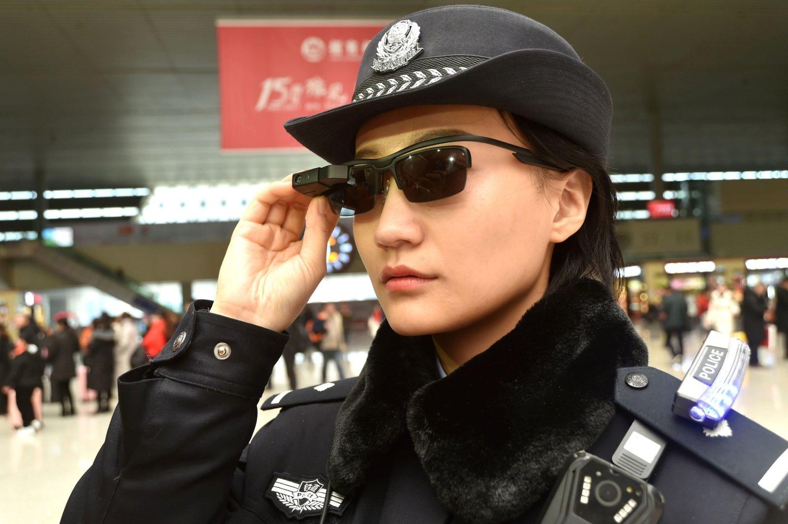 Китай став першою країною планети, де поліції видали смарт-окуляри