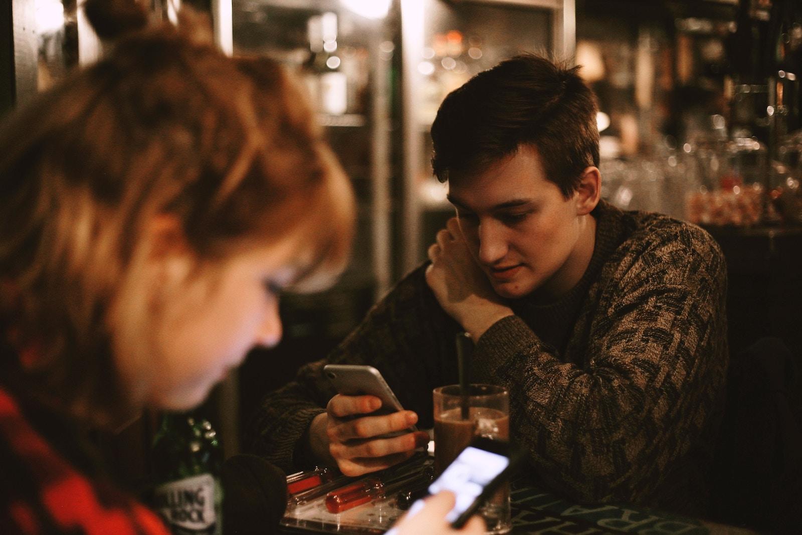 5 причин, чому комунікація по роботі у Facebook — це помилка