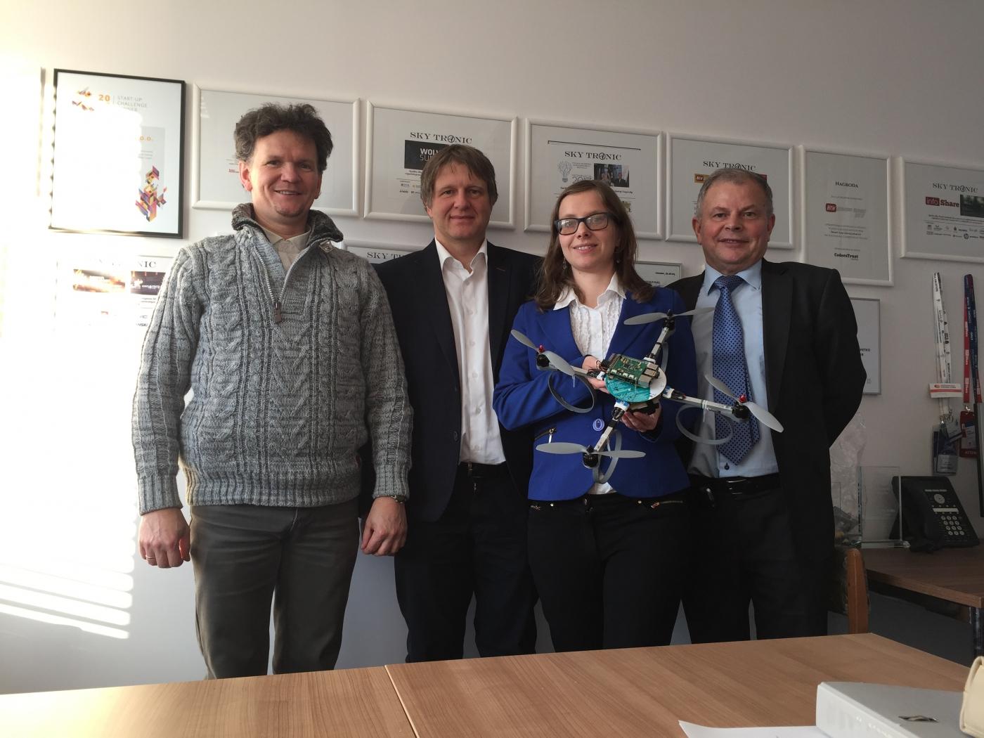 Jak dvoje naukovciv z Vroclava rozpočaly revoljuciju na rynku droniv