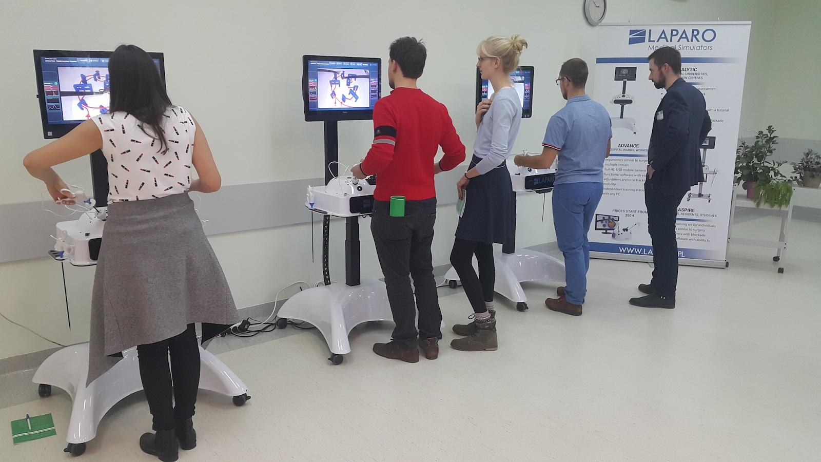 Як польські винахідники змінюють підготовку хірургів симуляторами Laparo