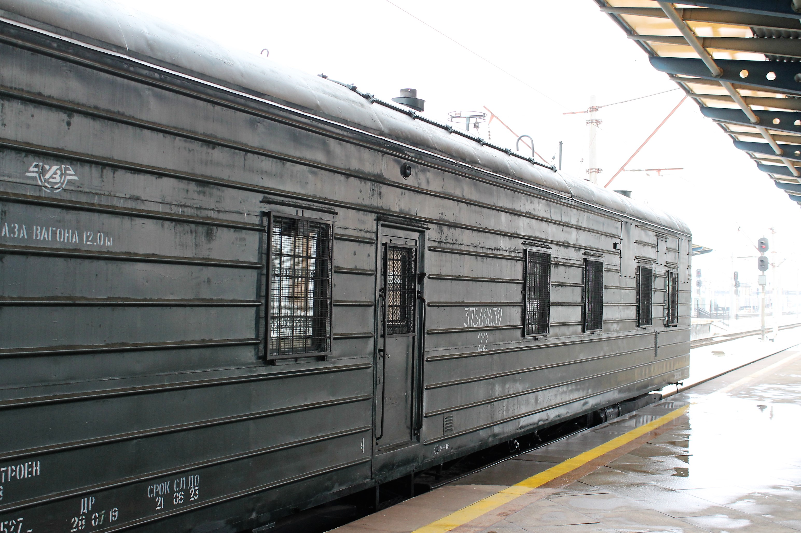 Pereobladnano 15 vagoniv dlja vijśkovyh