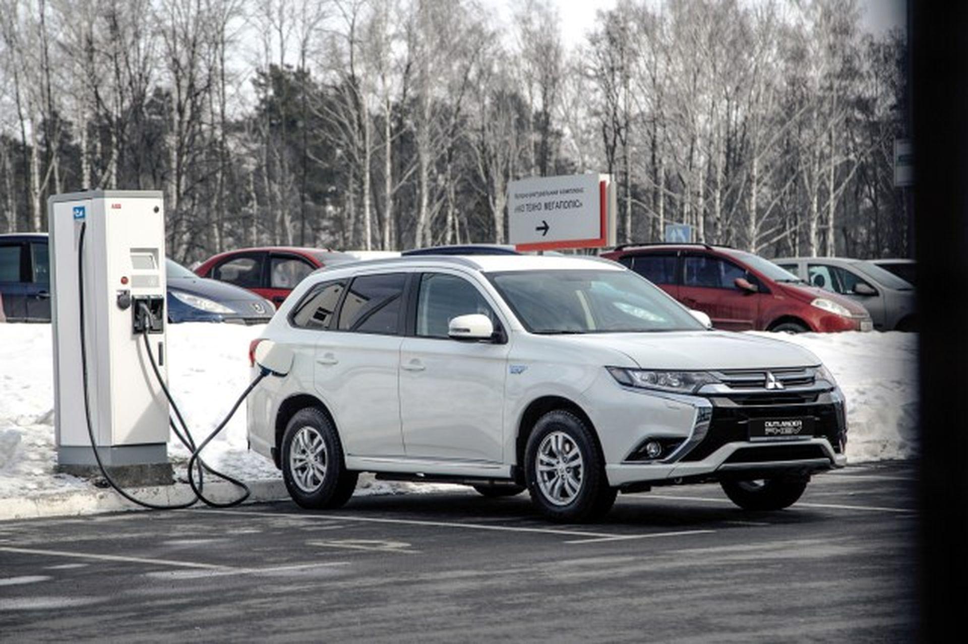 Mitsubishi почала встановлювати зарядні станції в Україні