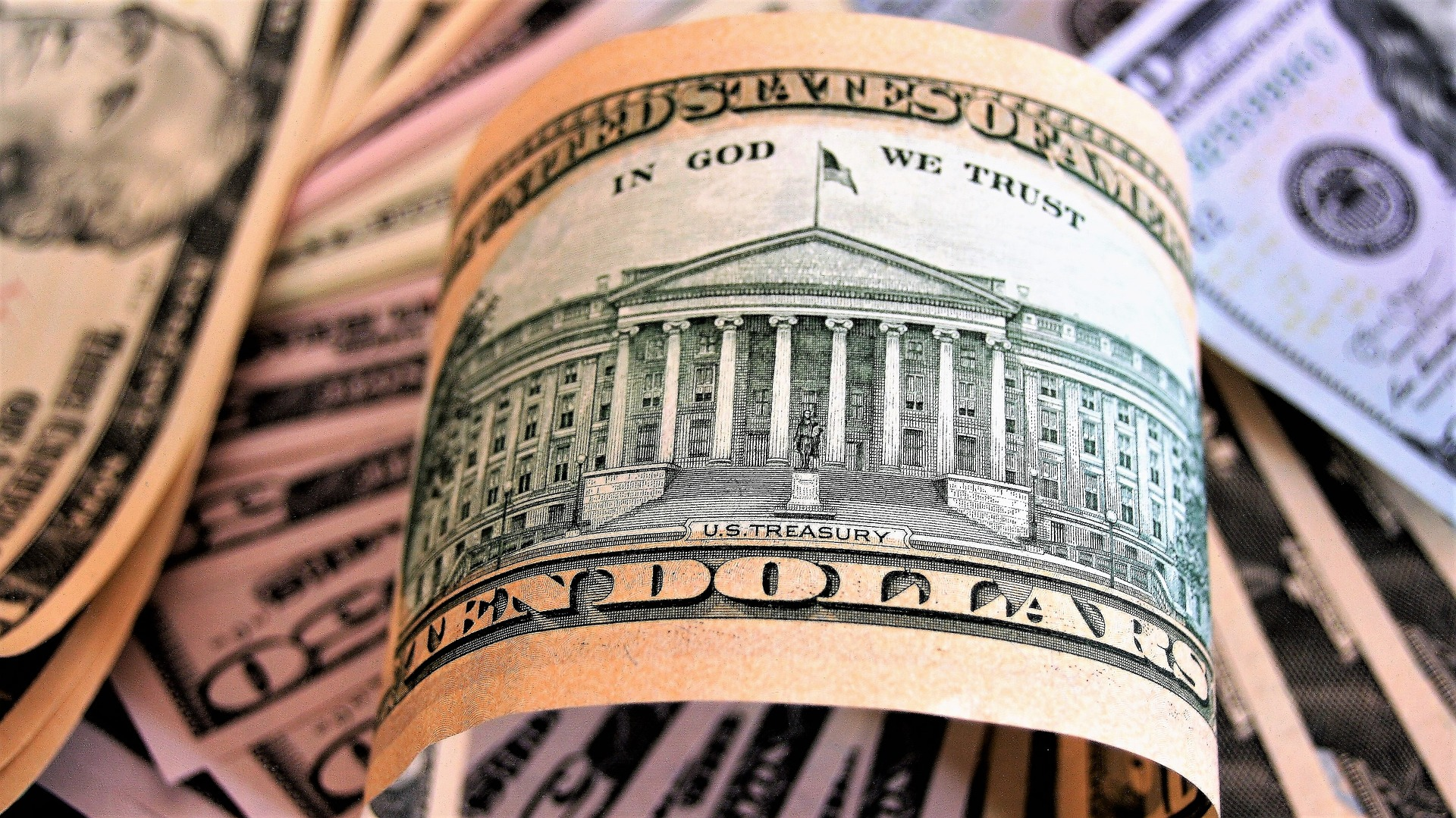 До парламенту України внесено законопроект, що скасує валютний контроль