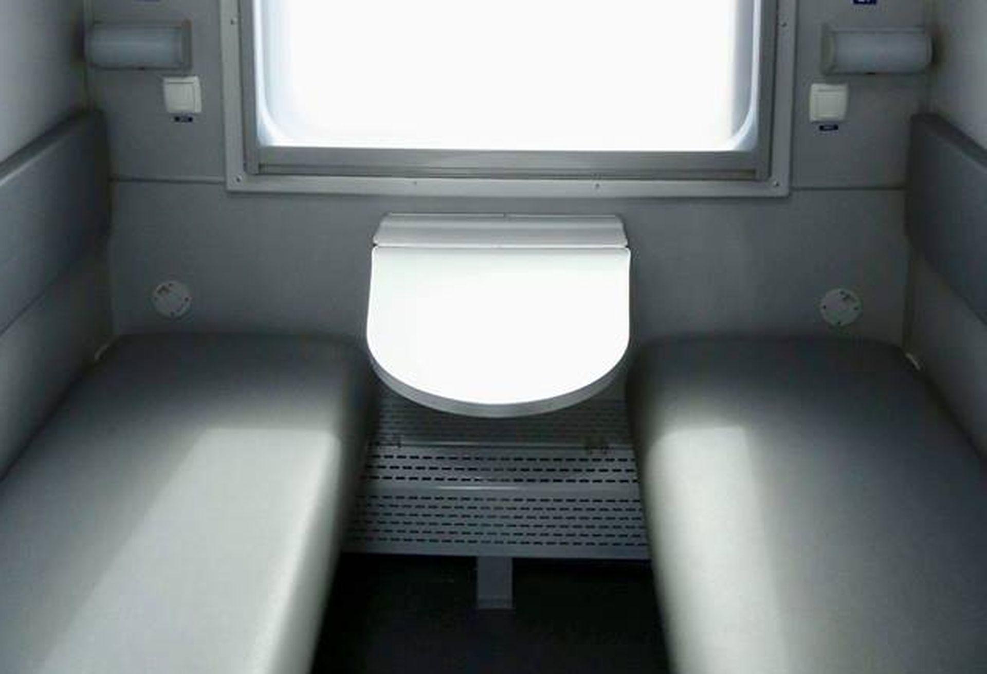 «Укрзалізниця» показала перші оновлені пасажирські вагони