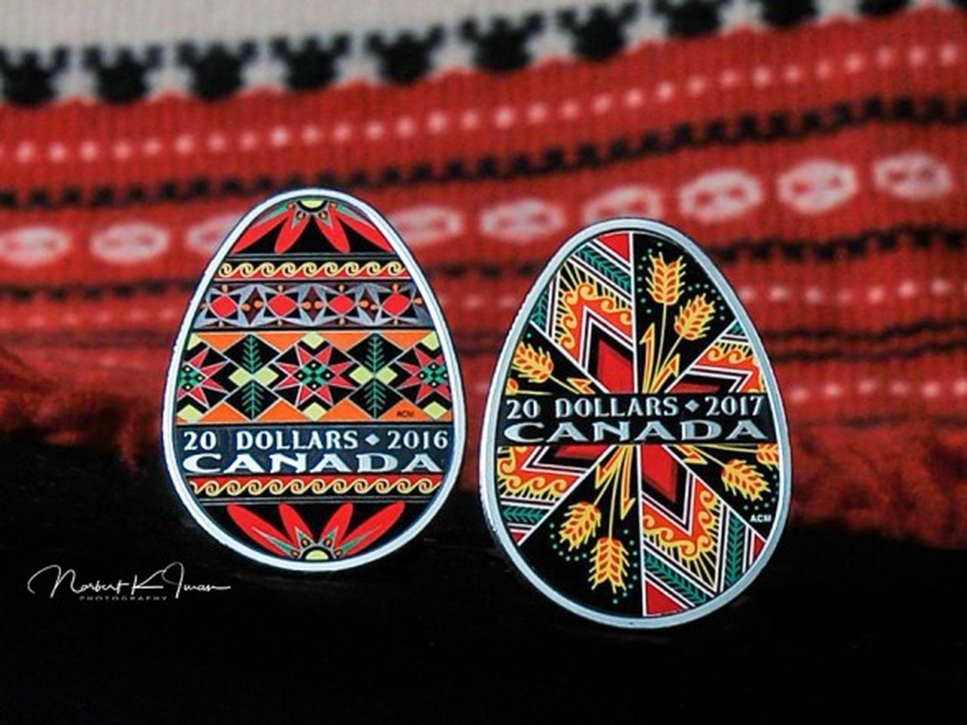У Канаді випустили позолочену монету у вигляді української писанки
