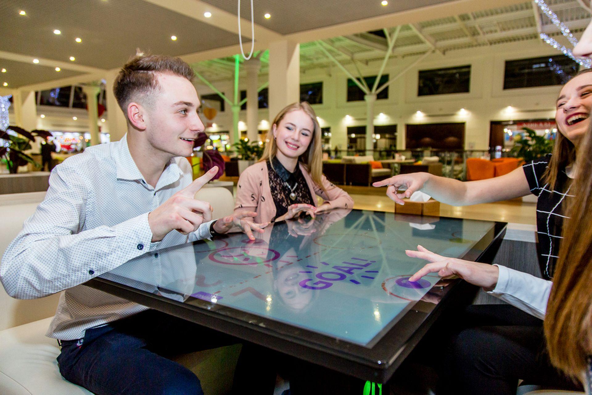 Українські смарт-столи встановлять у київських ТРЦ та ресторанах