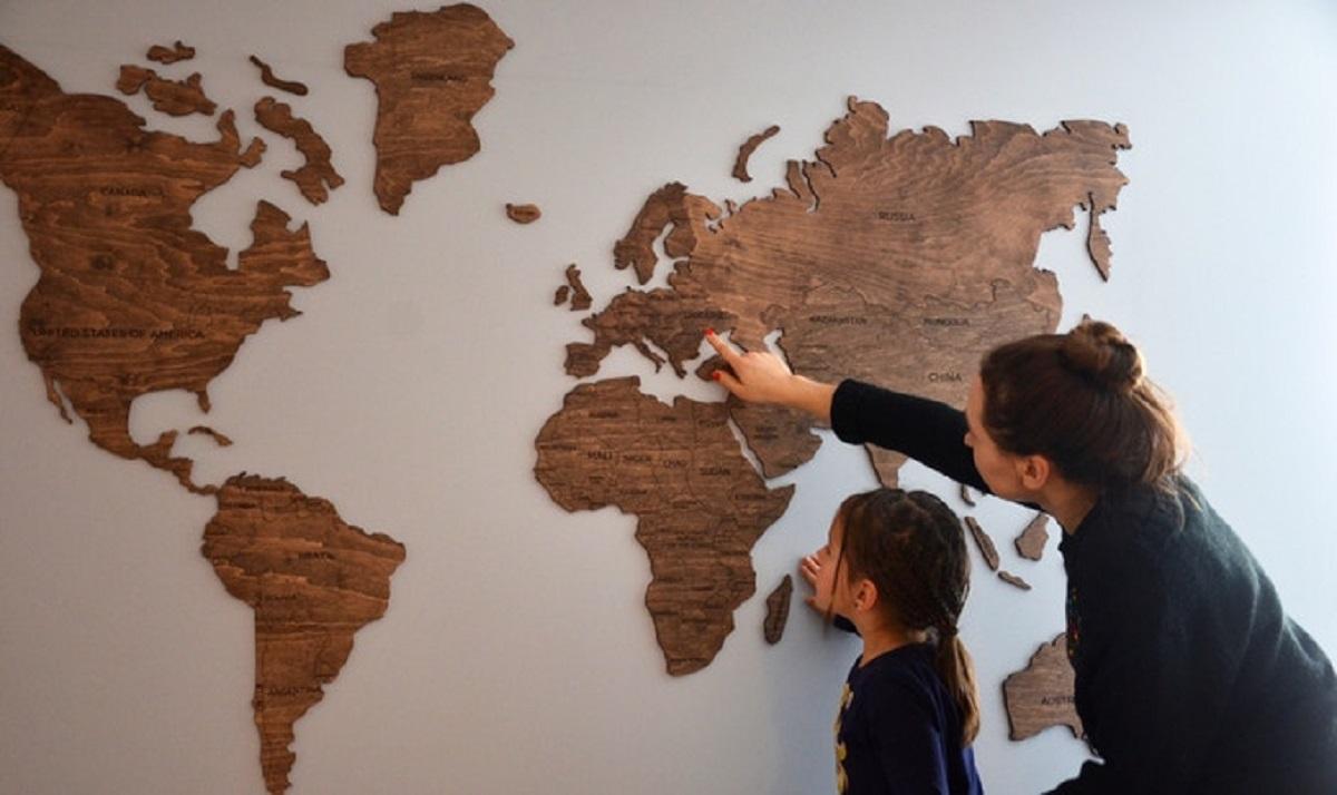 ОНОВЛЕНО: Створена українцями дерев'яна мапа світу зібрала $100 тис на Kickstarter