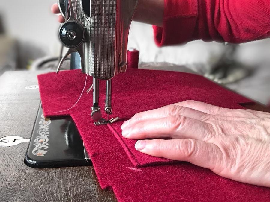 Від бабусь-підприємиць з любов'ю: як шиють сумочки та чохли Gudzyk