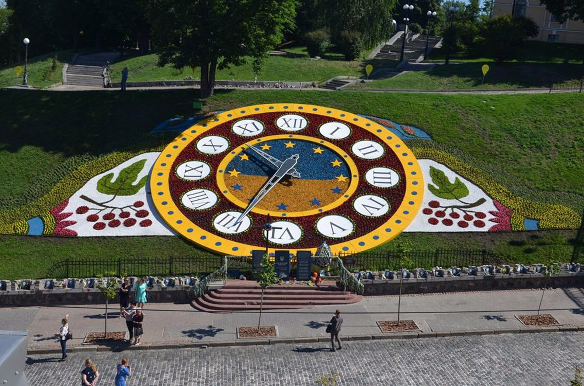 Na Majdani Nezaležnosti u Kyjevi onovyly kvitkovyj godynnyk