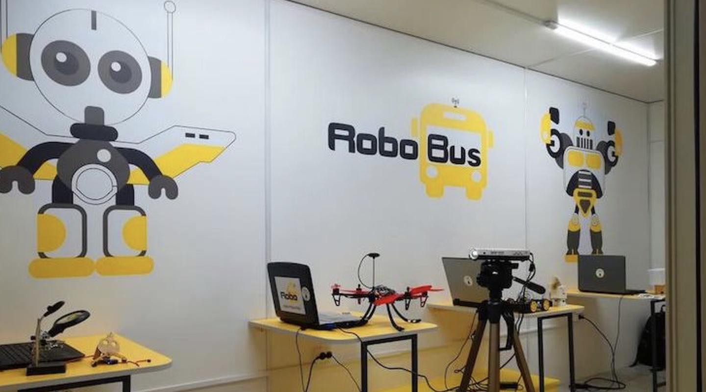 Українських учнів вчитимуть робототехніці у пересувних школах-автобусах