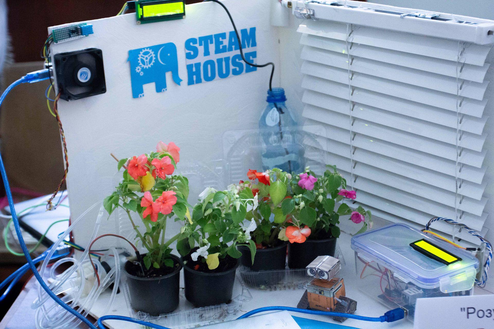 Školjari z riznyh regioniv predstavyly vynahody na konkursi STEAM-House