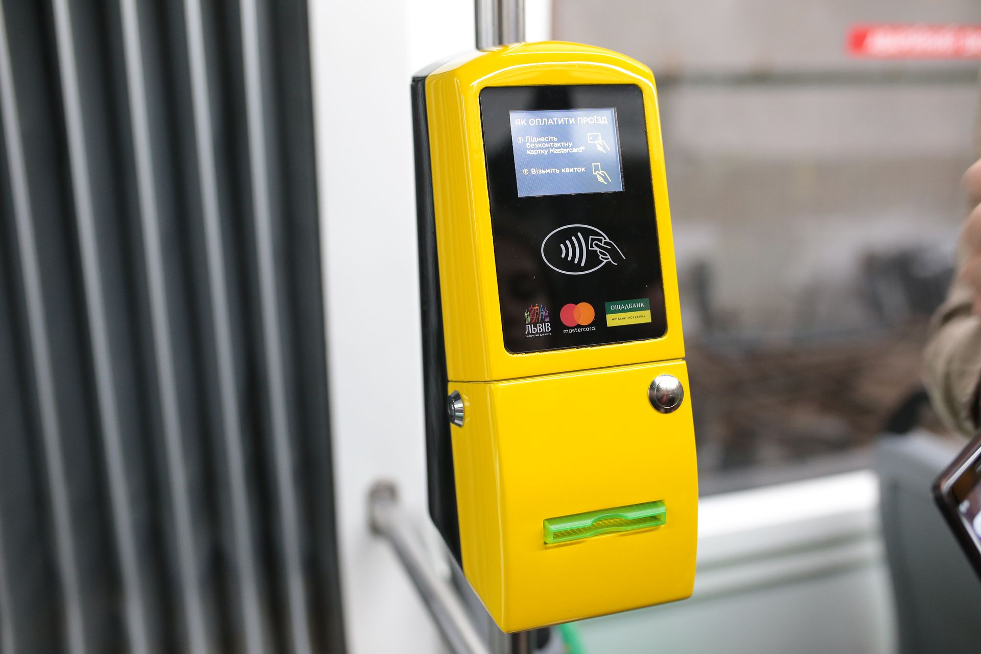 U ľvivśkyh tramvajah zapracjuvala bezkontaktna oplata vid Mastercard