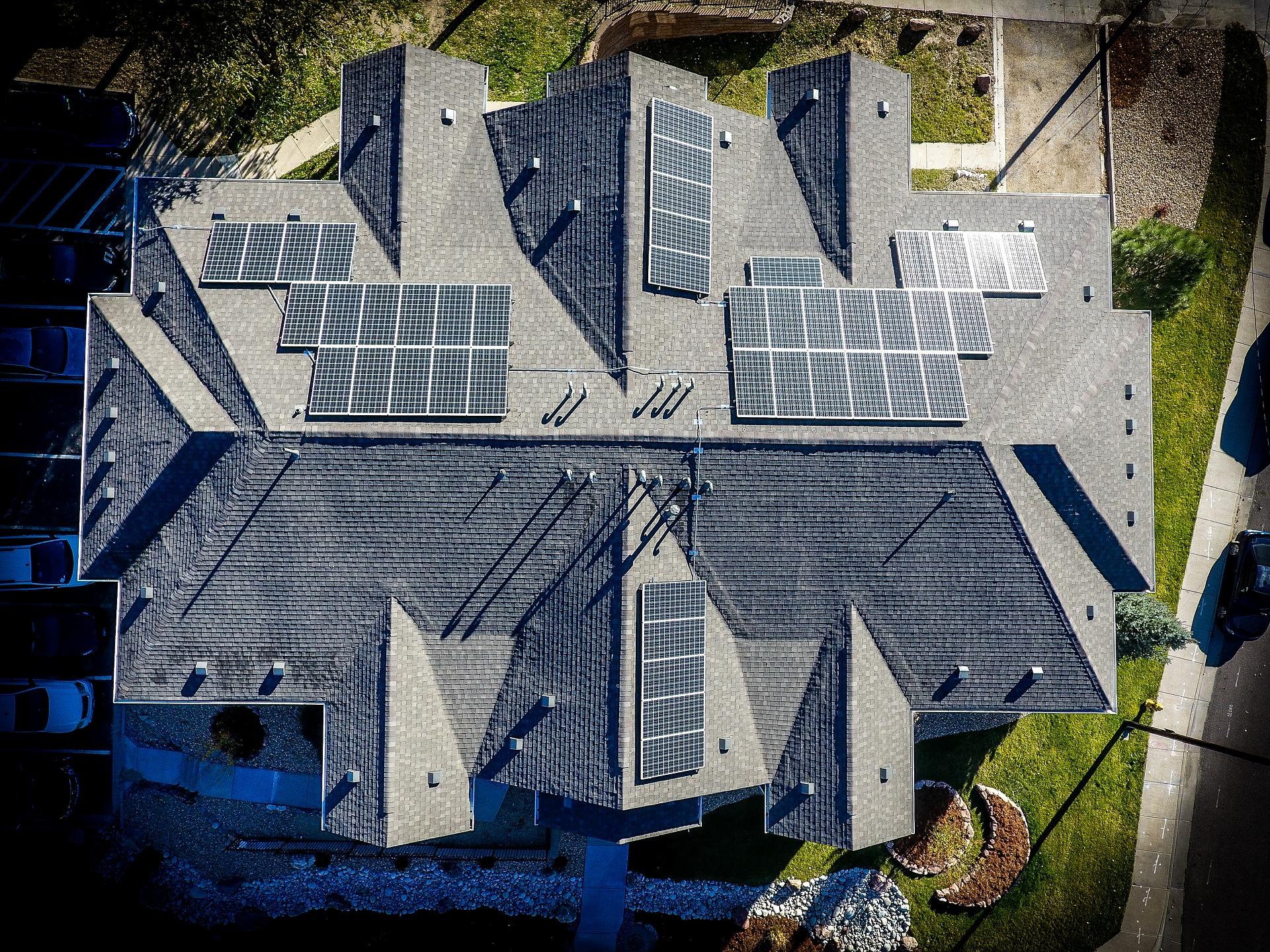 Nissan prodaje sonjačni paneli dlja domašnih elektrostancij