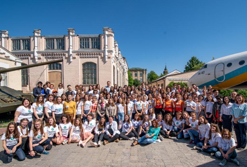 Українські школярки розробили 29 мобільних додатків, що змінять країну