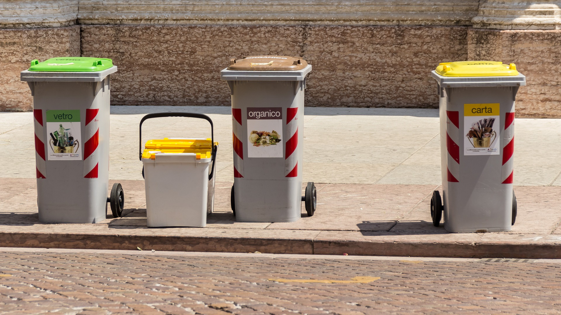 В Україні введуть підземний та вакуумний способи збору сміття