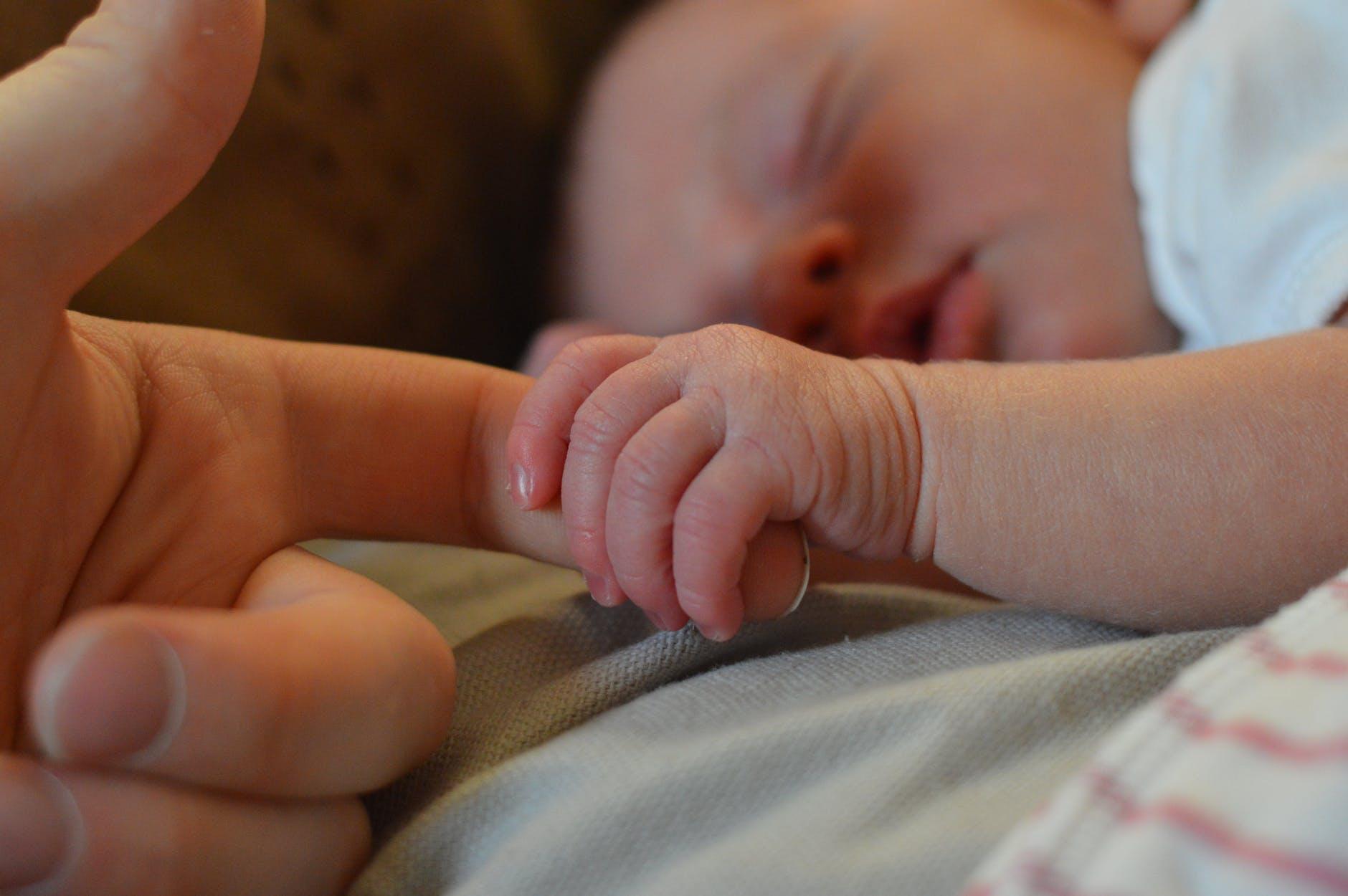 Допомога при народженні дитини за пару кліків — інструкція для майбутніх батьків