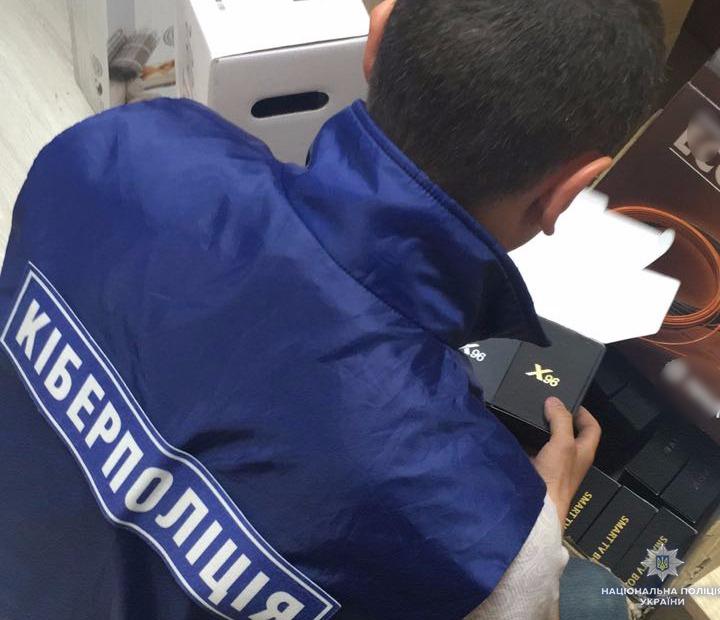 Vykryly grupu osib u porušenni avtorśkyh prav ukraїnśkyh telekanaliv