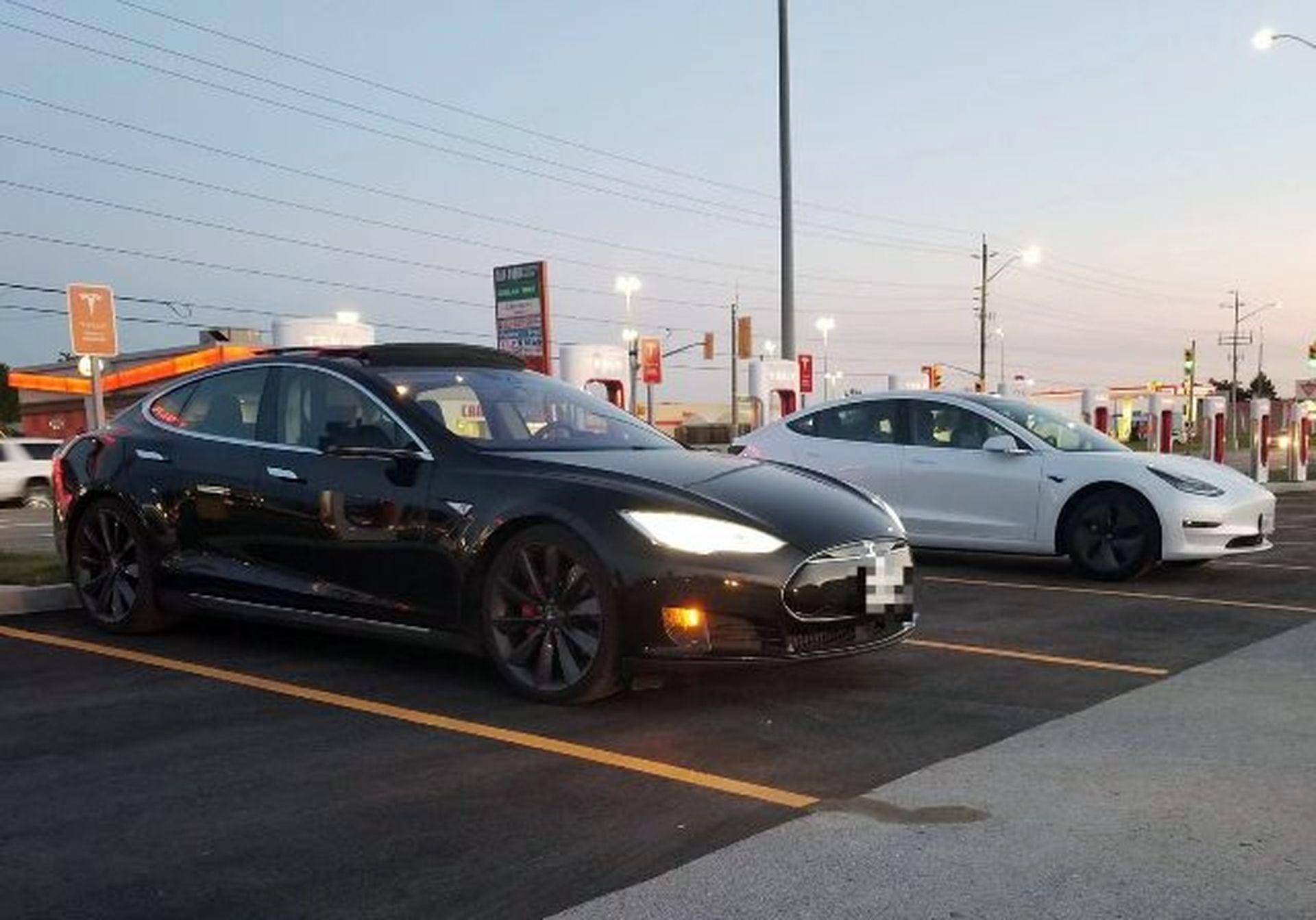 Tesla відкрила 10 тис зарядних станцій у світі для електрокарів