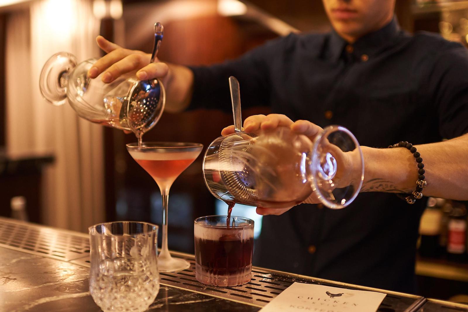 У Києві з'явився бар, куди пускають лише після чекіну в соцмережах