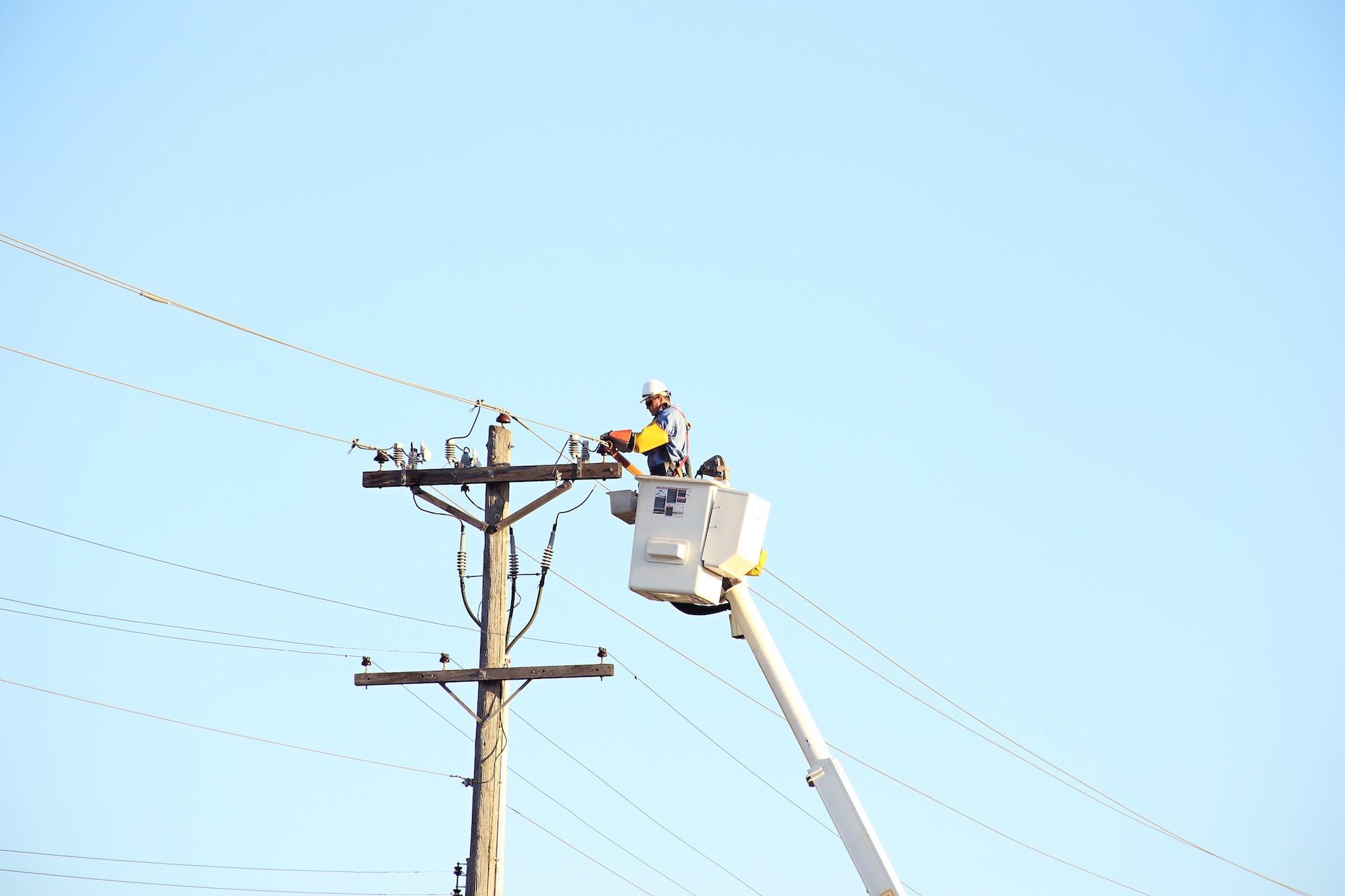 У Києві пропонують заряджати електромобілі від ліхтарів